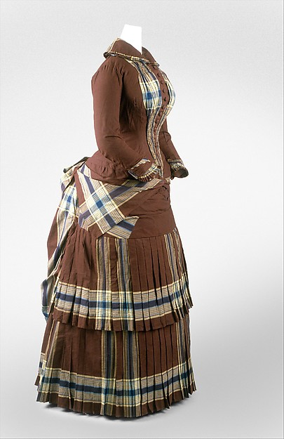 walking dress c 1882 DT247641