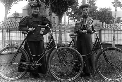 women_vintage_bicycle_museum_21